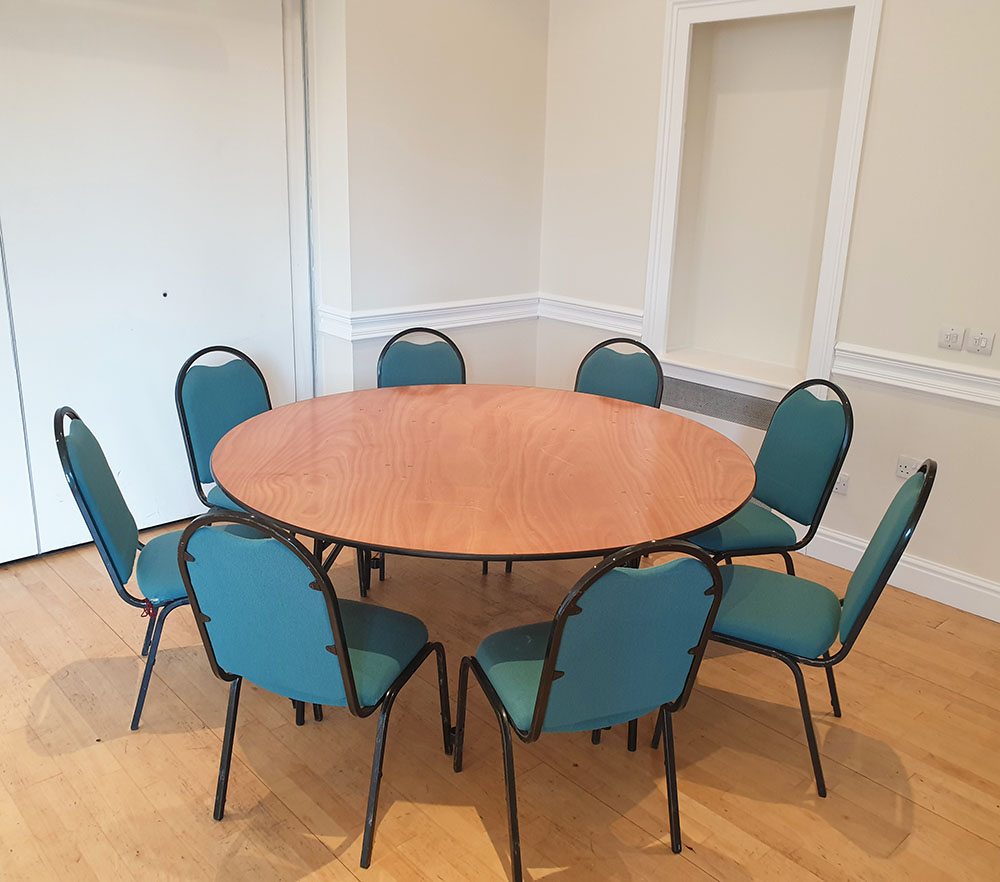 Round table seating 8